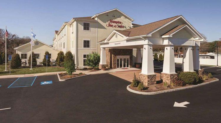 Hampton Inn & Suites Mystic Exterior