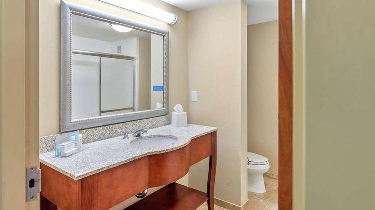 Hampton Inn & Suites Mystic Room