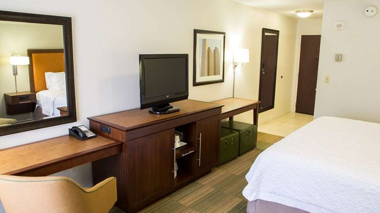 Hampton Inn & Suites Albany-Downtown Room