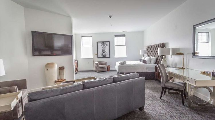 The Delafield Hotel Suite