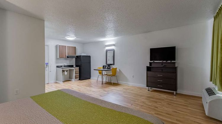Studio 6 Dallas Room
