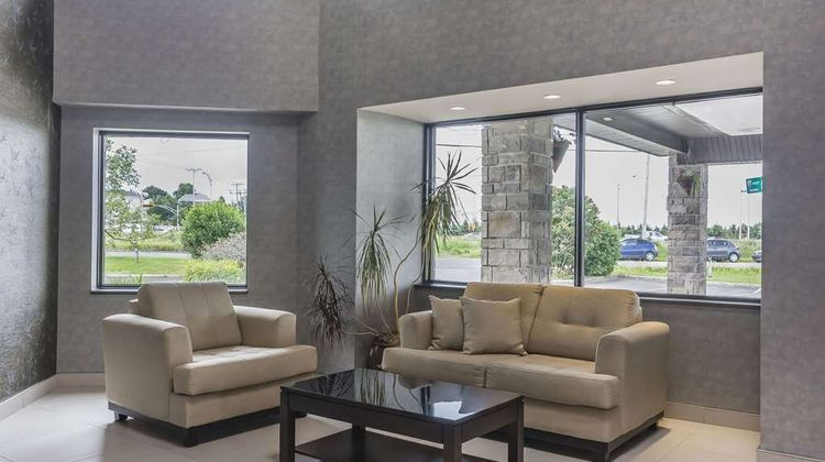 Comfort Inn Levis Lobby