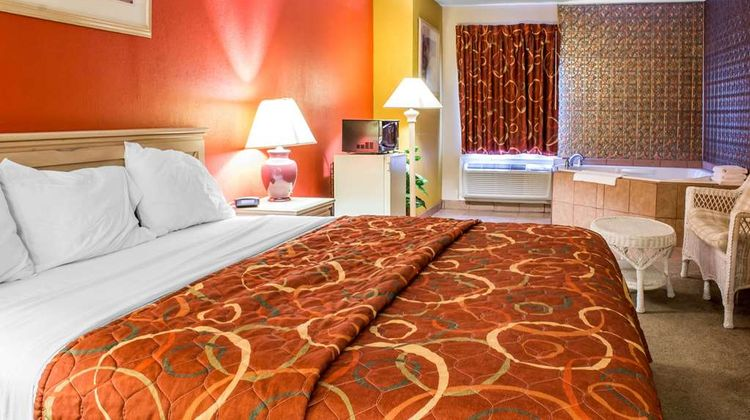 Econo Lodge Suite