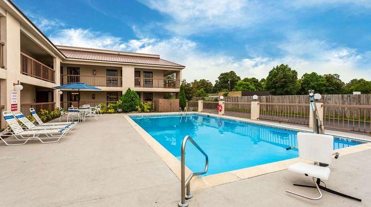 Quality Inn Indianola Pool