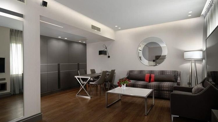 Holiday Suites Room
