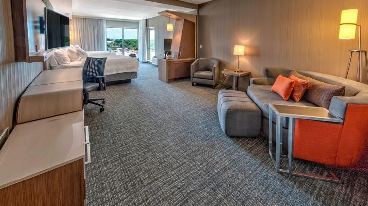 Courtyard Westbury Long Island Suite