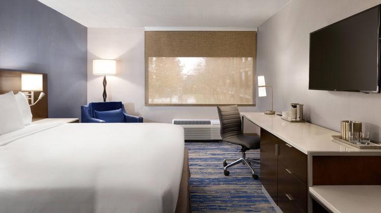 Delta Hotels Detroit Metro Airport Room
