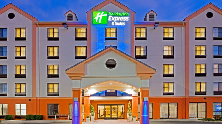 Holiday Inn Express Hotel & Suites Exterior