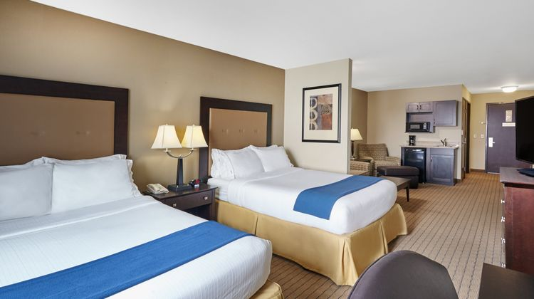 Holiday Inn Express Madison-Verona Suite