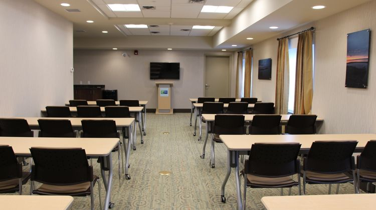 Holiday Inn Express & Suites Cold Lake Meeting