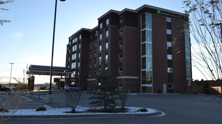 Holiday Inn Express & Suites Cold Lake Exterior