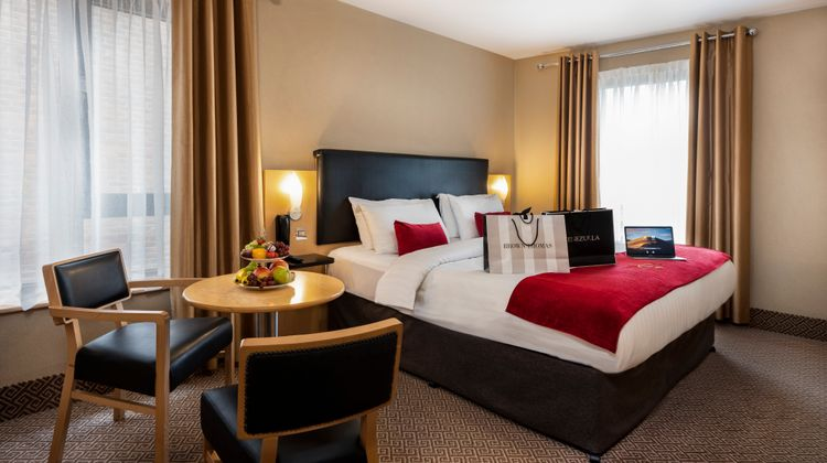Academy Plaza Hotel Room