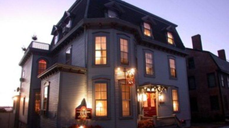 Pilgrim House Inn Exterior