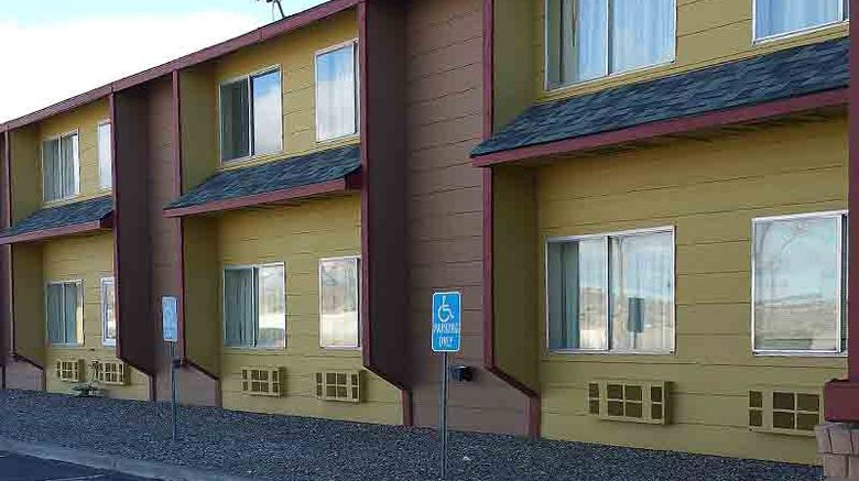 Rest Inn Suites Motel Wells Exterior