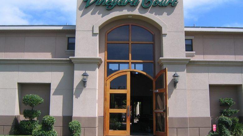 Vineyard Court Designer Suites Hotel Exterior