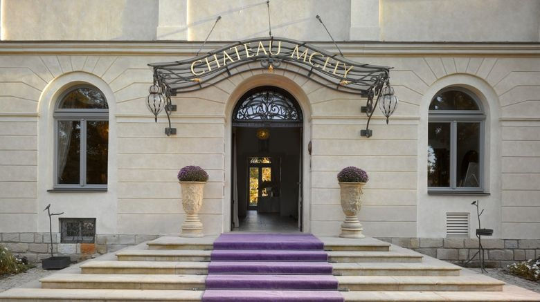 Chateau Mcely Exterior