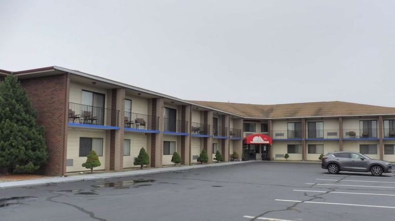 Red Roof Inn  and  Suites Middletown Exterior