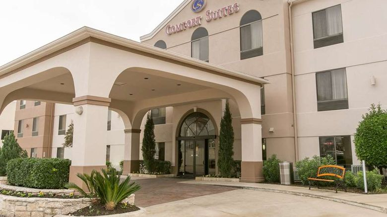 """Comfort Suites North Exterior. Images powered by <a href=""""http://web.iceportal.com"""" target=""""_blank"""" rel=""""noopener"""">Ice Portal</a>."""
