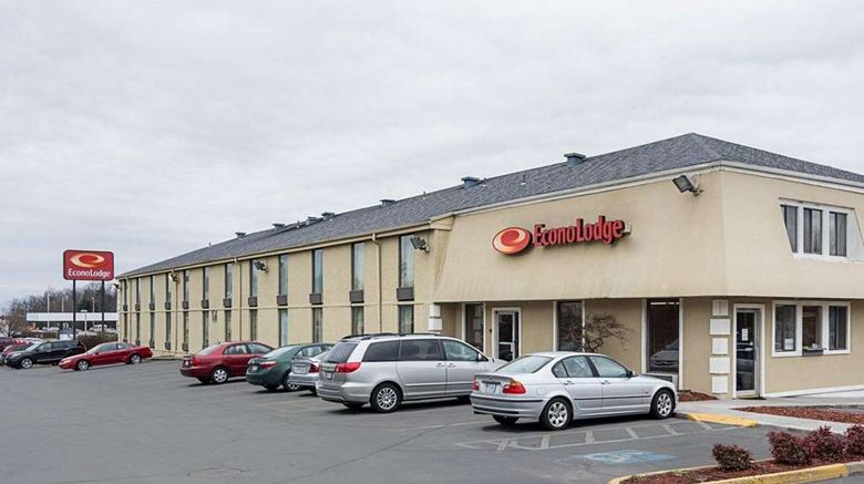 """Econo Lodge Dumfries Exterior. Images powered by <a href=""""http://web.iceportal.com"""" target=""""_blank"""" rel=""""noopener"""">Ice Portal</a>."""