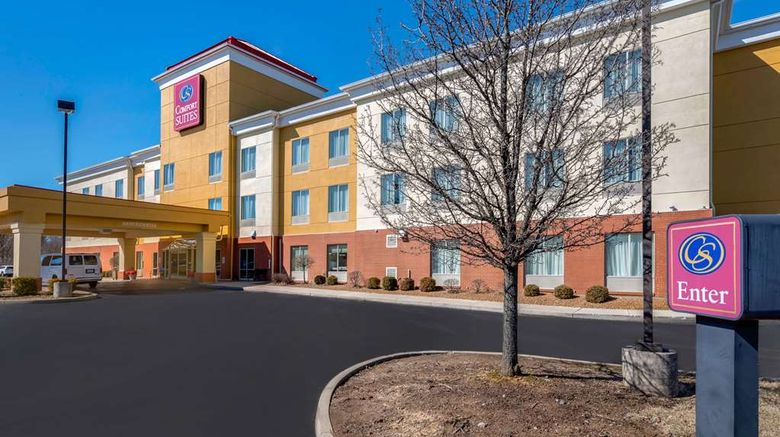 """Comfort Suites Cincinnati Airport Exterior. Images powered by <a href=""""http://web.iceportal.com"""" target=""""_blank"""" rel=""""noopener"""">Ice Portal</a>."""