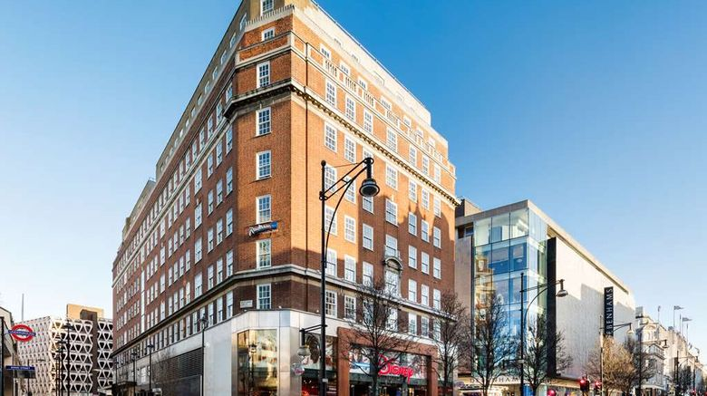 """Radisson Blu Edwardian Berkshire Hotel Exterior. Images powered by <a href=""""http://web.iceportal.com"""" target=""""_blank"""" rel=""""noopener"""">Ice Portal</a>."""