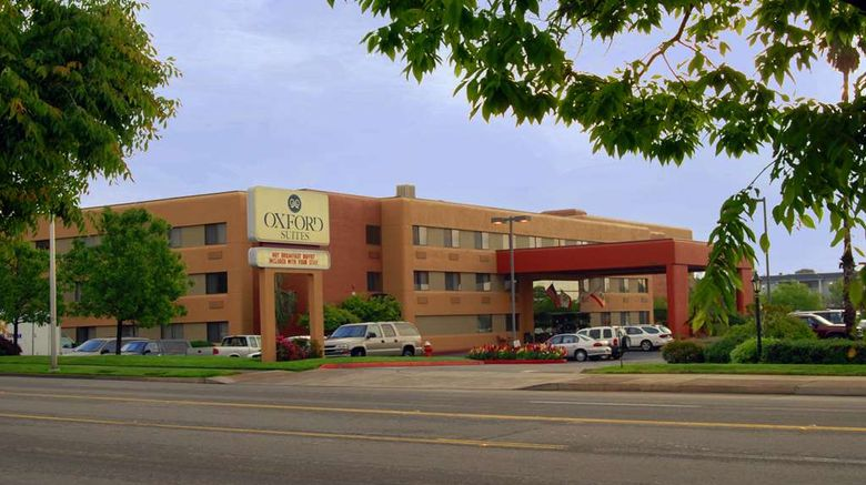 """Oxford Suites Redding Exterior. Images powered by <a href=""""http://web.iceportal.com"""" target=""""_blank"""" rel=""""noopener"""">Ice Portal</a>."""