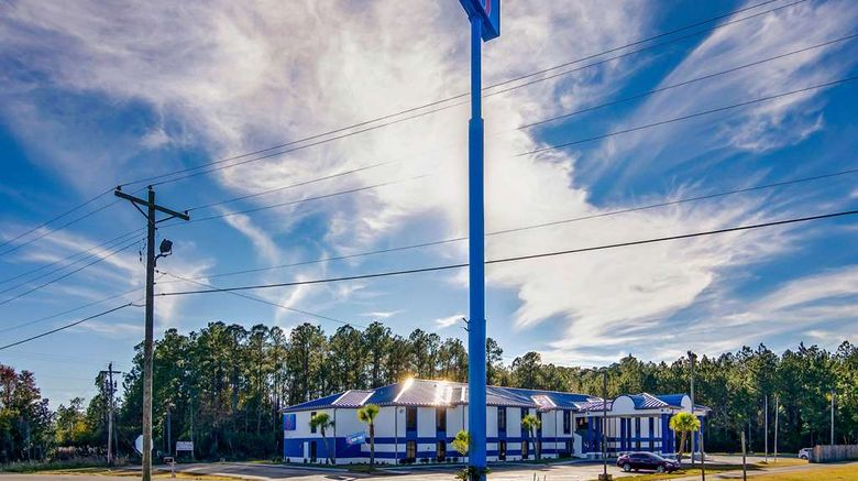 """Motel 6 Moss Point Exterior. Images powered by <a href=""""http://web.iceportal.com"""" target=""""_blank"""" rel=""""noopener"""">Ice Portal</a>."""