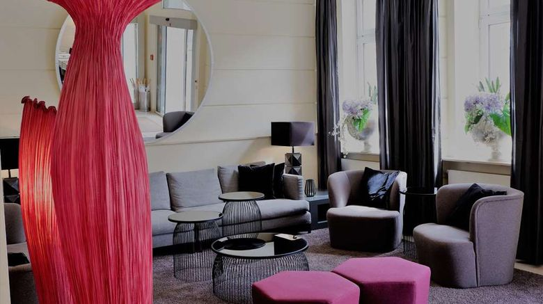 """Hamburger Hof Hotel Lobby. Images powered by <a href=""""http://web.iceportal.com"""" target=""""_blank"""" rel=""""noopener"""">Ice Portal</a>."""