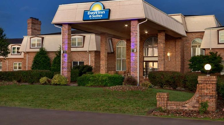 """Days Inn and Suites by Wyndham Sikeston Exterior. Images powered by <a href=""""http://web.iceportal.com"""" target=""""_blank"""" rel=""""noopener"""">Ice Portal</a>."""