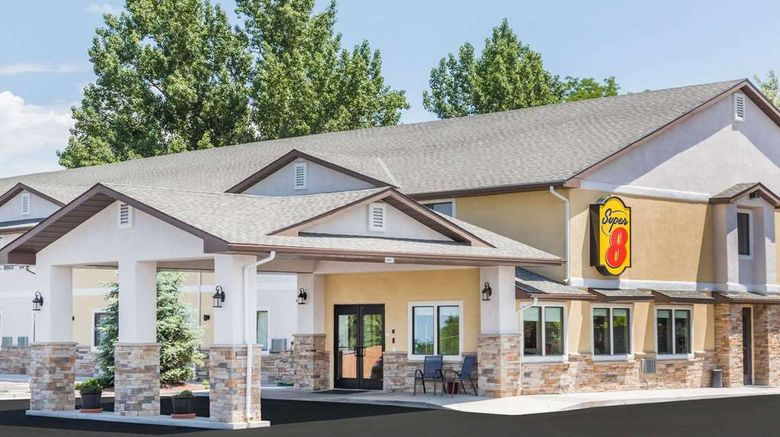 """Super 8 Montrose Exterior. Images powered by <a href=""""http://web.iceportal.com"""" target=""""_blank"""" rel=""""noopener"""">Ice Portal</a>."""