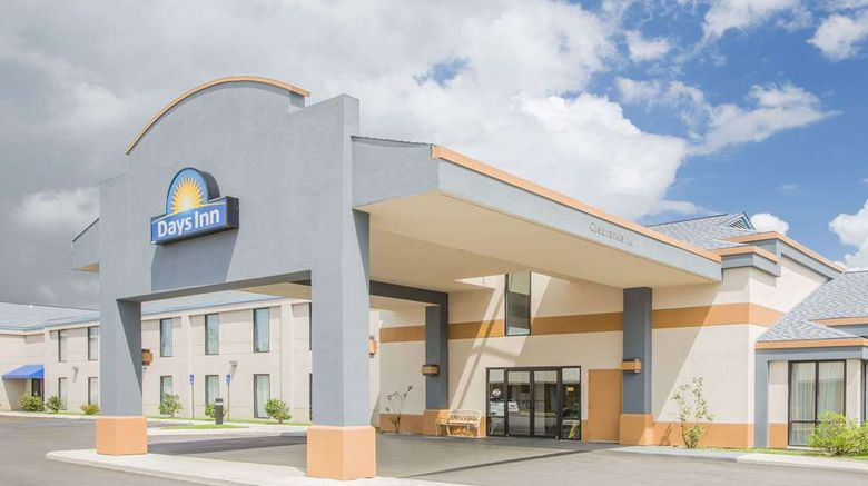 """Days Inn Hattiesburg MS Exterior. Images powered by <a href=""""http://web.iceportal.com"""" target=""""_blank"""" rel=""""noopener"""">Ice Portal</a>."""