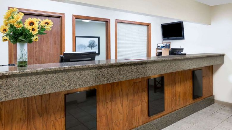 """Days Inn  and  Suites Des Moines Airport Lobby. Images powered by <a href=""""http://web.iceportal.com"""" target=""""_blank"""" rel=""""noopener"""">Ice Portal</a>."""