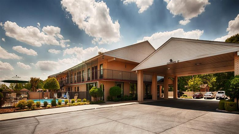 """Best Western Inn Exterior. Images powered by <a href=""""http://web.iceportal.com"""" target=""""_blank"""" rel=""""noopener"""">Ice Portal</a>."""