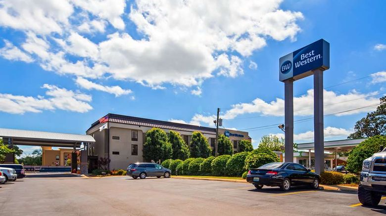 """Best Western Laurel Inn Exterior. Images powered by <a href=""""http://web.iceportal.com"""" target=""""_blank"""" rel=""""noopener"""">Ice Portal</a>."""