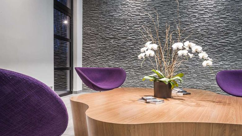"""Best Western Plus Paris Velizy Lobby. Images powered by <a href=""""http://web.iceportal.com"""" target=""""_blank"""" rel=""""noopener"""">Ice Portal</a>."""