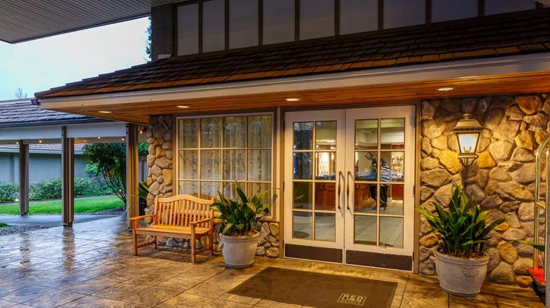 """Red Lion Hotel Bellevue Exterior. Images powered by <a href=""""http://web.iceportal.com"""" target=""""_blank"""" rel=""""noopener"""">Ice Portal</a>."""