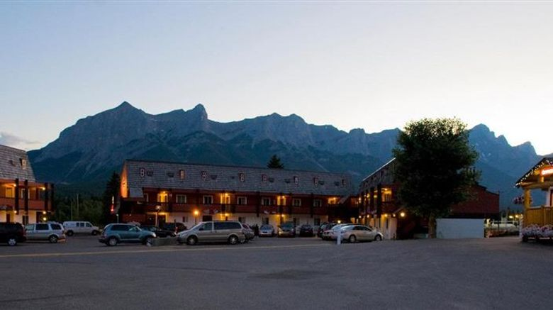 """Rocky Mountain Ski Lodge Exterior. Images powered by <a href=""""http://web.iceportal.com"""" target=""""_blank"""" rel=""""noopener"""">Ice Portal</a>."""