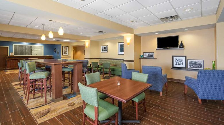 """Hampton Inn Maysville Lobby. Images powered by <a href=""""http://web.iceportal.com"""" target=""""_blank"""" rel=""""noopener"""">Ice Portal</a>."""