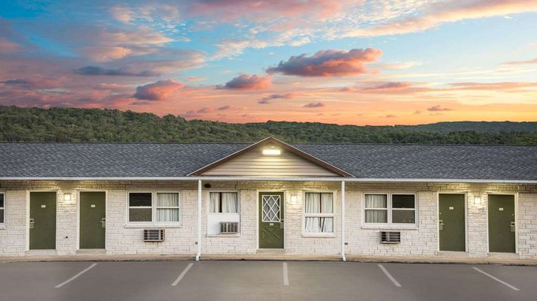 """Knights Inn Pine Grove Exterior. Images powered by <a href=""""http://web.iceportal.com"""" target=""""_blank"""" rel=""""noopener"""">Ice Portal</a>."""