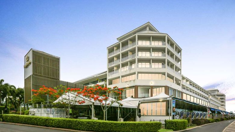 """Shangri-La Hotel, The Marina Exterior. Images powered by <a href=""""http://web.iceportal.com"""" target=""""_blank"""" rel=""""noopener"""">Ice Portal</a>."""