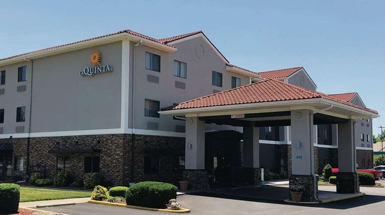 """La Quinta Inn  and  Suites Elizabethtown Exterior. Images powered by <a href=""""http://web.iceportal.com"""" target=""""_blank"""" rel=""""noopener"""">Ice Portal</a>."""