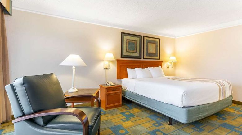 """La Quinta Inn  and  Suites Redding Room. Images powered by <a href=""""http://web.iceportal.com"""" target=""""_blank"""" rel=""""noopener"""">Ice Portal</a>."""