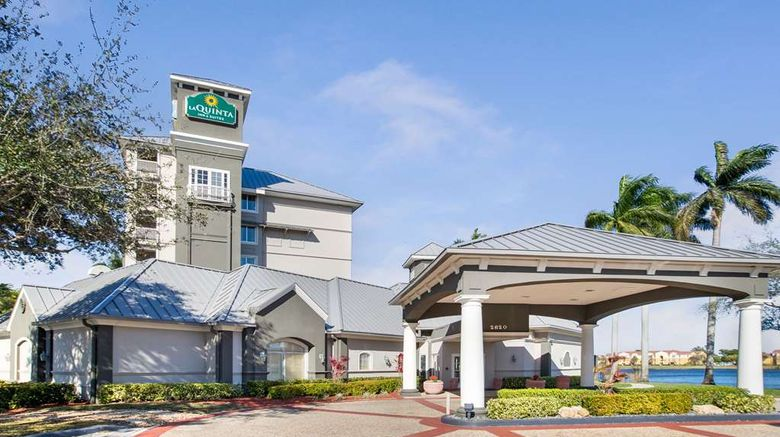 """La Quinta Inn  and  Stes Ft. Lauderdale Arpt Exterior. Images powered by <a href=""""http://web.iceportal.com"""" target=""""_blank"""" rel=""""noopener"""">Ice Portal</a>."""