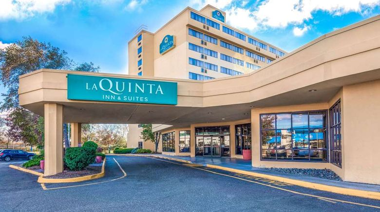 """La Quinta Inn  and  Suites Meadowlands Exterior. Images powered by <a href=""""http://web.iceportal.com"""" target=""""_blank"""" rel=""""noopener"""">Ice Portal</a>."""