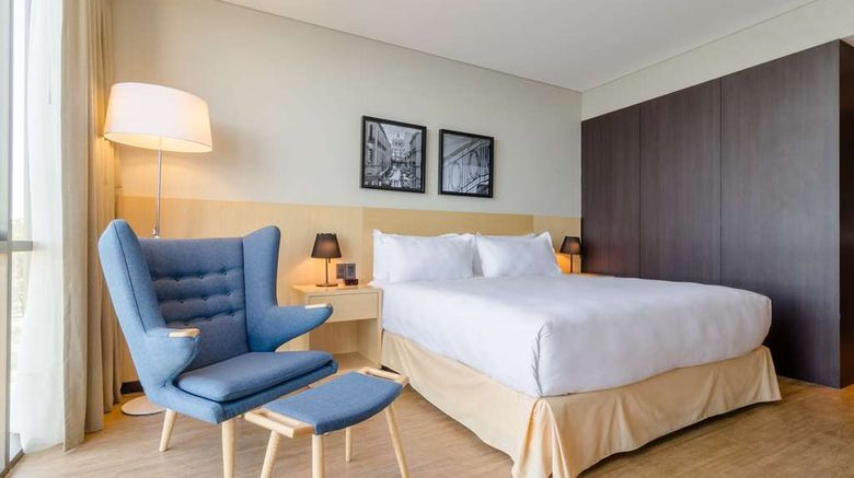 """<b>Hampton by Hilton Montevideo Carrasco Room</b>. Images powered by <a href=""""https://iceportal.shijigroup.com/"""" title=""""IcePortal"""" target=""""_blank"""">IcePortal</a>."""