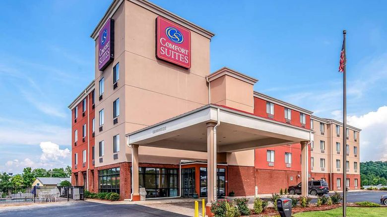 """Comfort Suites Exterior. Images powered by <a href=""""http://web.iceportal.com"""" target=""""_blank"""" rel=""""noopener"""">Ice Portal</a>."""