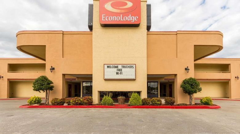 """Econo Lodge Fayetteville Exterior. Images powered by <a href=""""http://web.iceportal.com"""" target=""""_blank"""" rel=""""noopener"""">Ice Portal</a>."""