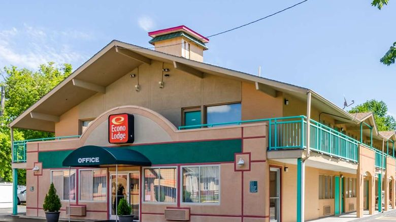"""Econo Lodge Pittsfield Exterior. Images powered by <a href=""""http://web.iceportal.com"""" target=""""_blank"""" rel=""""noopener"""">Ice Portal</a>."""