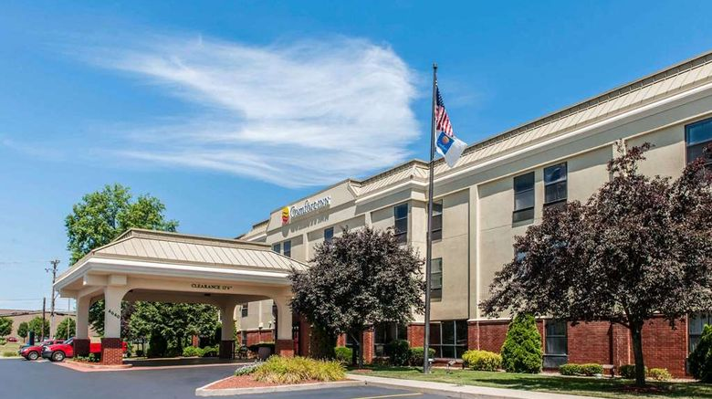 """Comfort Inn Blue Ash Exterior. Images powered by <a href=""""http://web.iceportal.com"""" target=""""_blank"""" rel=""""noopener"""">Ice Portal</a>."""