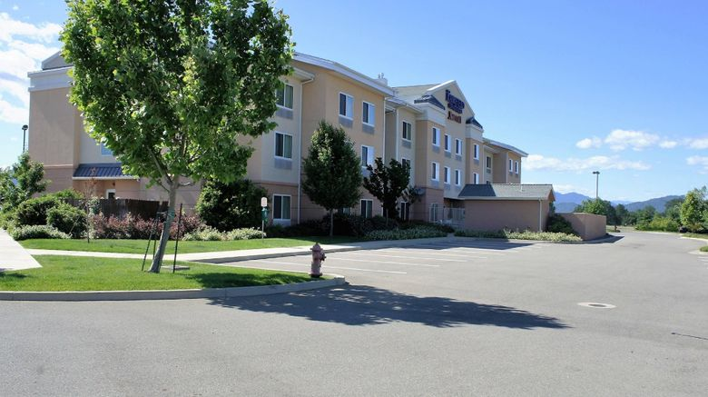 "Fairfield Inn  and  Suites Redding Exterior. Images powered by <a href=""http://www.leonardo.com"" target=""_blank"" rel=""noopener"">Leonardo</a>."